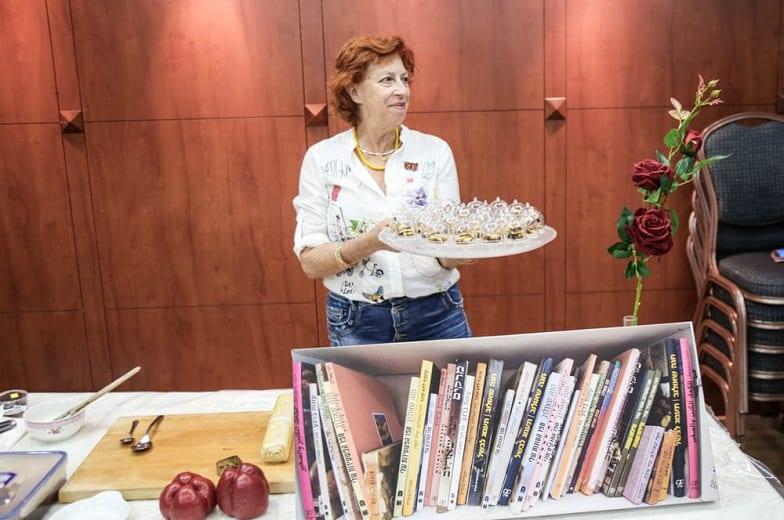 חנה שאולוב מציגה קינוחים
