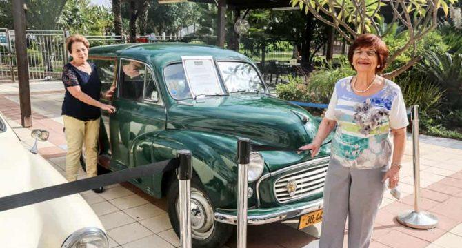 דיירת ואוטו עתיק מתוך תערוכת